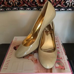 Nude Coach pumps